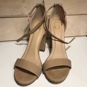 Dollhouse Size 7 Nude Heeled Sandals